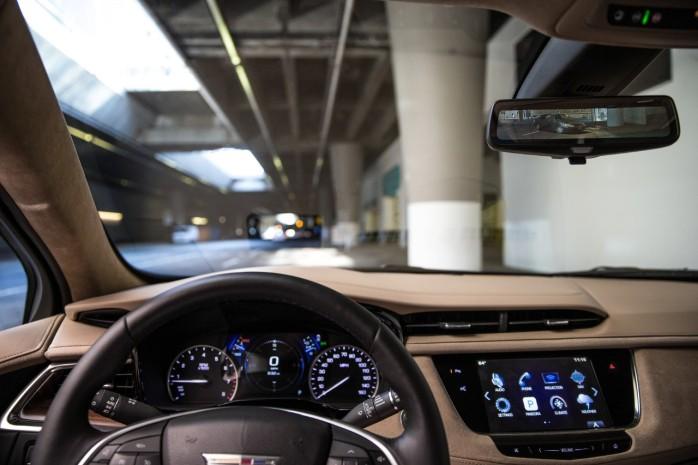 2018-Cadillac-XT5-039